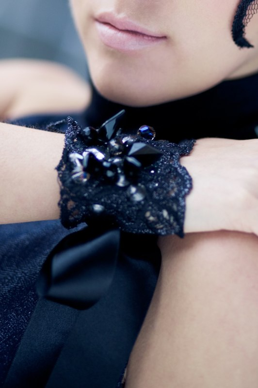 Alja Slemensek - Fashion Collection - Ramazotti Runway - Black Bracelet