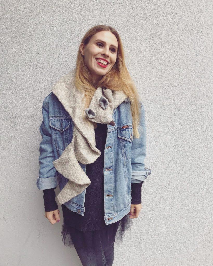 Alja Slemensek - Fox Scarf - Beige & Blue Jeans