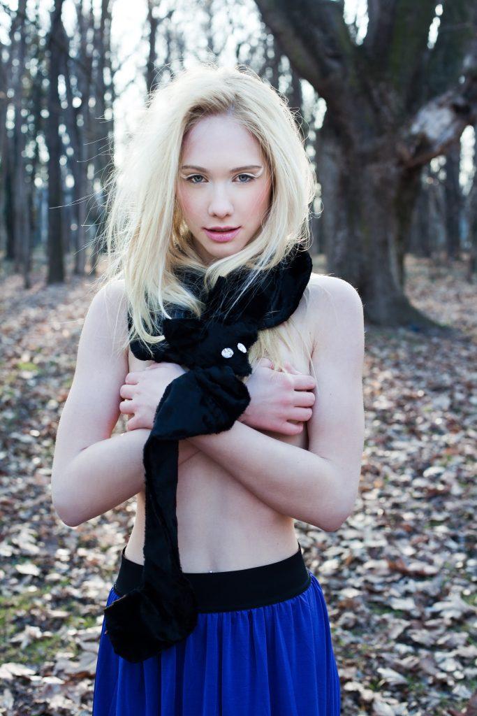 Alja Slemensek - Fox Scarf - Black Scarf