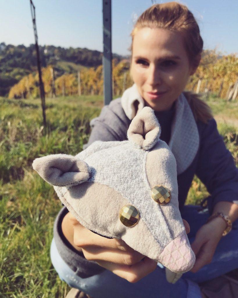 Alja Slemensek - Fox Scarf - Beige & Pink Nose Close-up