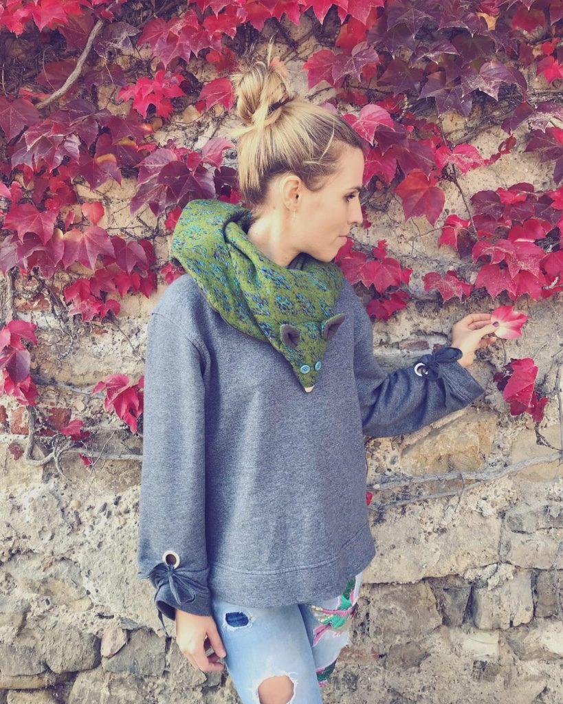 Alja Slemensek - Fox Scarf - Red Autumn Leaves