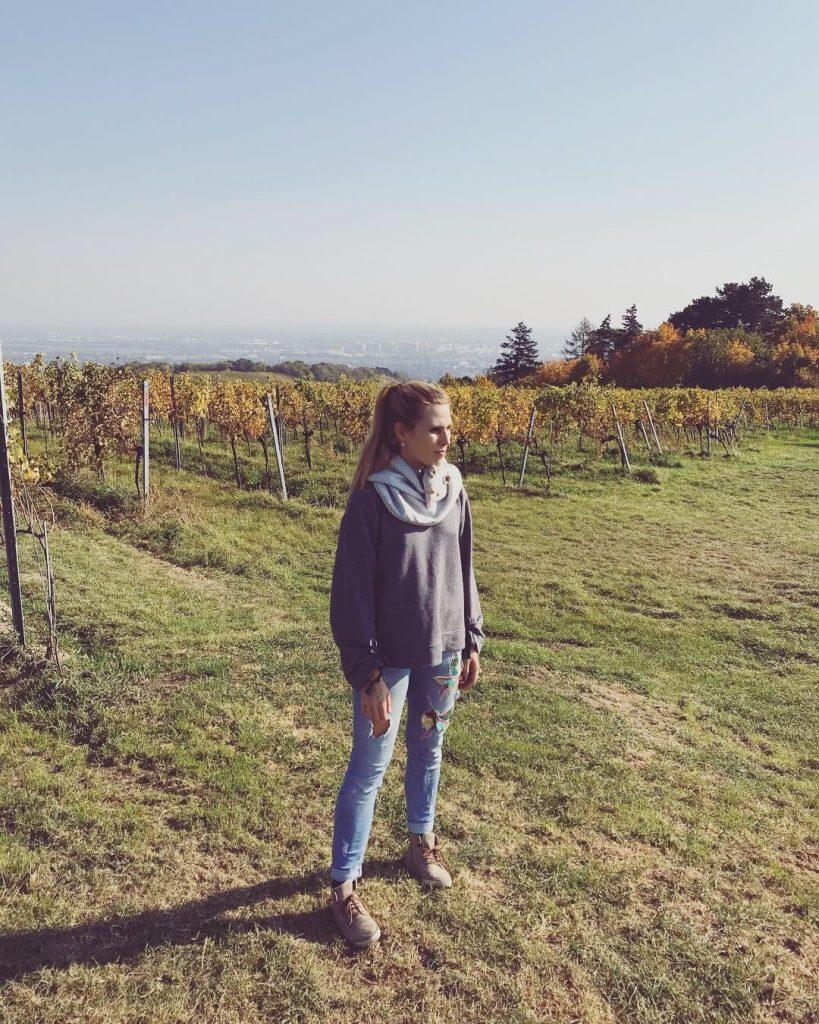 Alja Slemensek - Fox Scarf - Visiting the vineyard above Vienna