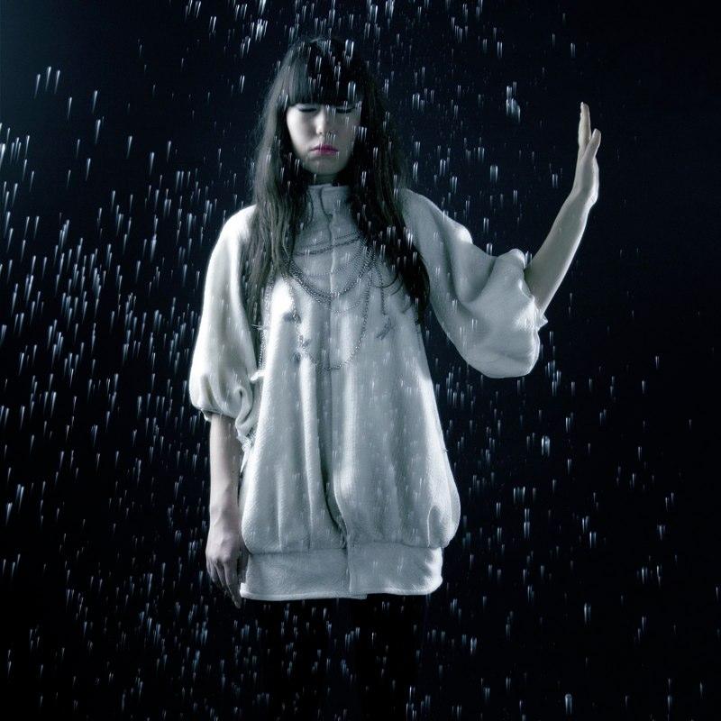 Alja Slemensek - Lookbook - White Coat on Raindrops Background