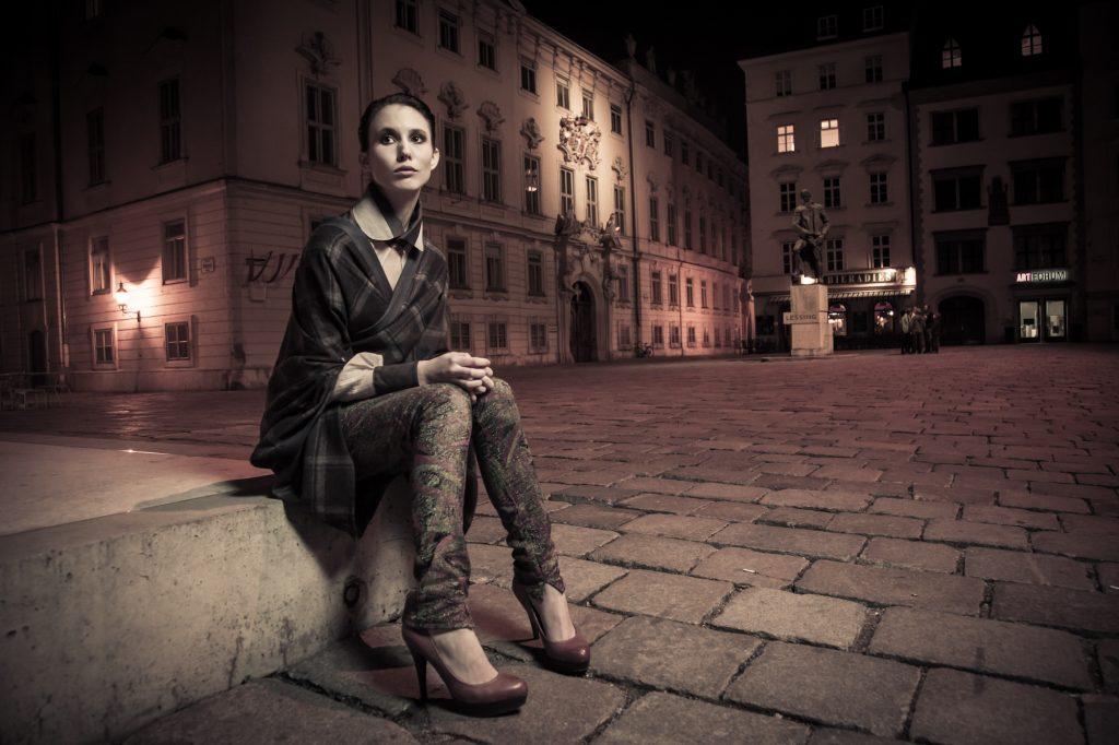 Alja Slemensek - Lookbook - Winter Poncho at Judenplatz