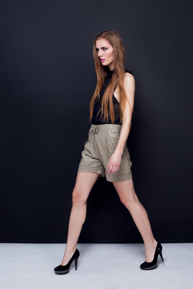 Alja Slemensek - Lookbook - Olive Short Pants