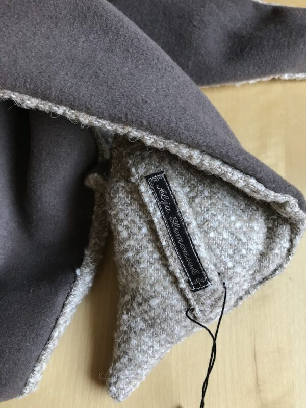 Fox scarf mocca brown & white eyes