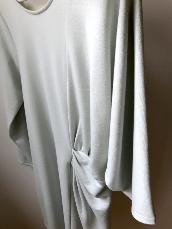 Langarm Kleid aus Bio-Baumwolle - Plisse-Taille - Close-Up