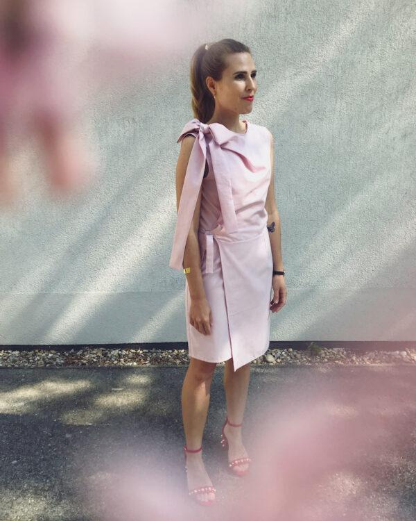 Rosa Kleid mit Schleife aus Bio-Baumwolle