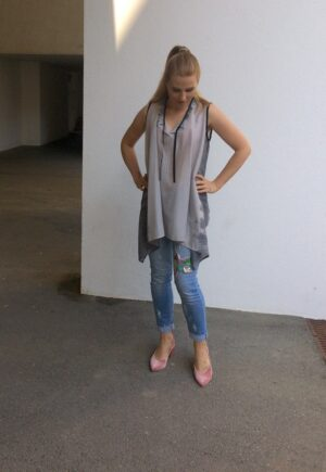 Sleeveless Long Blouse - with Jeans - Grey - Mood