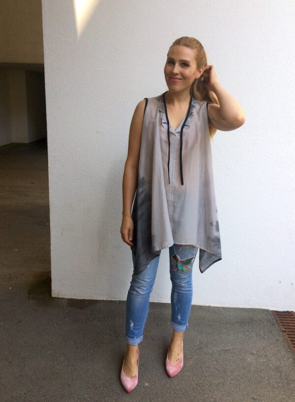Sleeveless Long Blouse - with Jeans - Grey