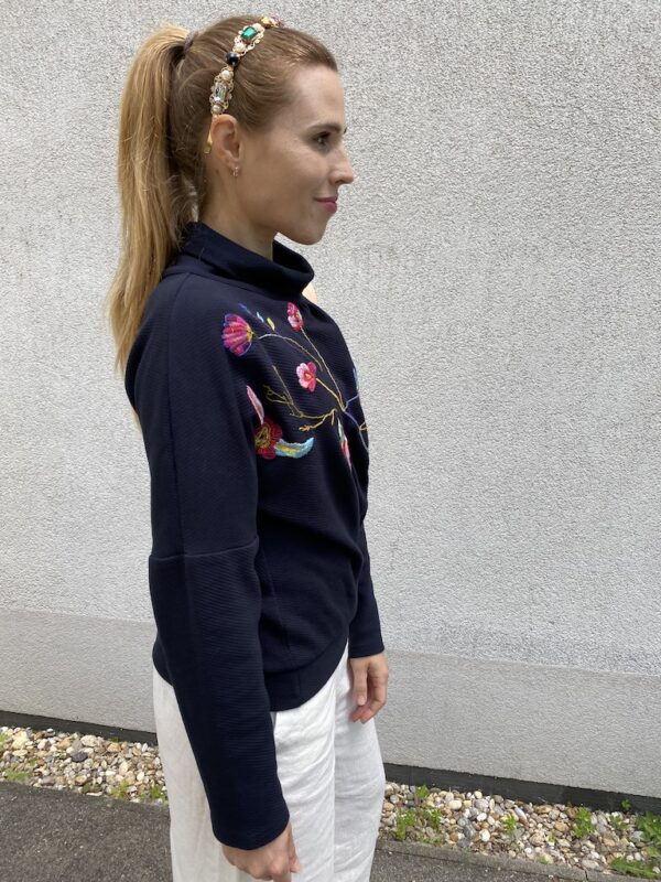 Organic Sweater - Embroidery Flowers - Blue - Quarter